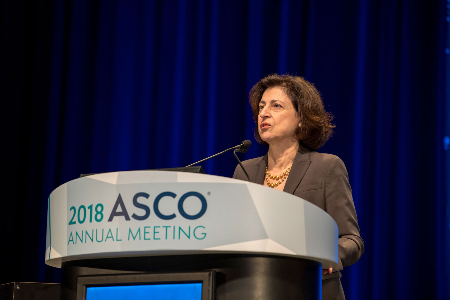 Suzanne Topalian speaking at ASCO18