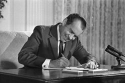 richard-nixon-signs-national-cancer-act.jpg