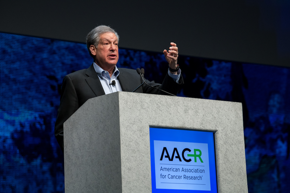 Schreiber speaks at the 2018 annual meeting of the American Association for Cancer Research.