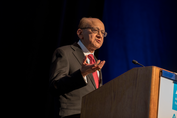 Rakesh Jain speaking at AACR 2018
